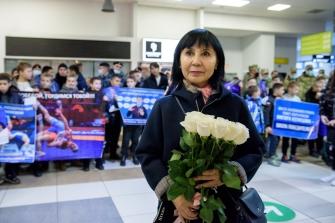 Встреча Романа Власова в аэропорту Толмачёво (Новосибирск) с чемпионата мира-2021 (13.10.2021)_6