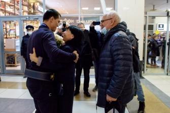 Встреча Романа Власова в аэропорту Толмачёво (Новосибирск) с чемпионата мира-2021 (13.10.2021)_8